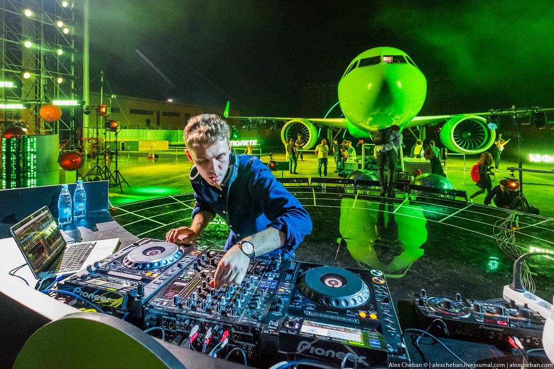 Ярко и дерзко! Ночной клуб в самолетном ангаре в Домодедово.