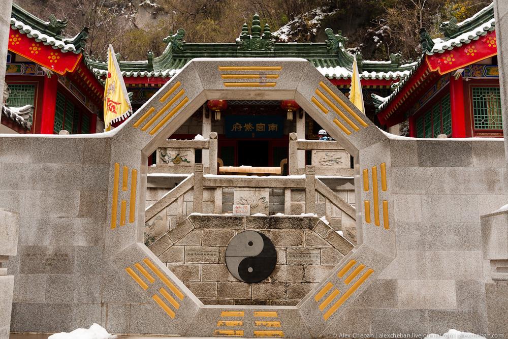 Гора Хуа - священная вершина даосизма. Китай.